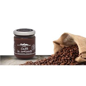"""Caffè Concerto Sicilian Factory Gourmet. Rispetto alle altre creme, la nostra è prodotta senza olio di palma generalmente utilizzato. Crema preparata con chicchi di caffè selezionati e macinati, delicata e squisita; ottima da spalmare o farcire, perfetta in ogni momento della giornata sia per grandi che per piccini. """"Caffè in Concerto"""" si uniforma alla linea ispirata ai capolavori artistici e musicali; ed esibisce la sua consistenza e il suo sapore a passo di cucchiaio. Tutto il gusto di un buon caffè racchiuso nel vasetto di Sicilian Factory Gourmet. Rispetto alle altre creme, la nostra è prodotta senza olio di palma generalmente utilizzato. Inoltre non contiene lattosio e proteine del latte, grassi idrogenati, lecitina e/o altri emulsionanti, coloranti, aromi, soia. Non contiene glutine."""